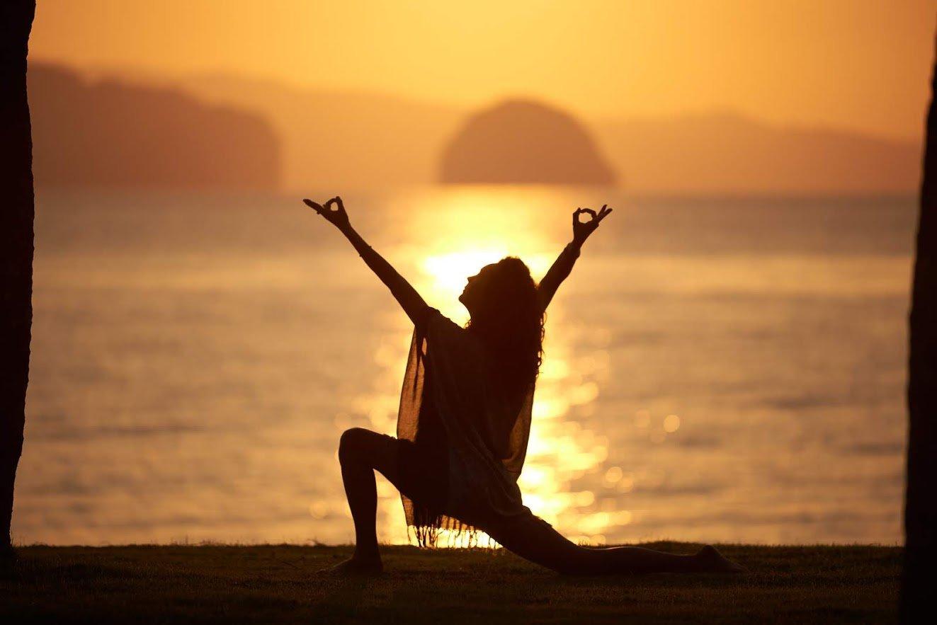 island_yoga_teacher_training_200h_1