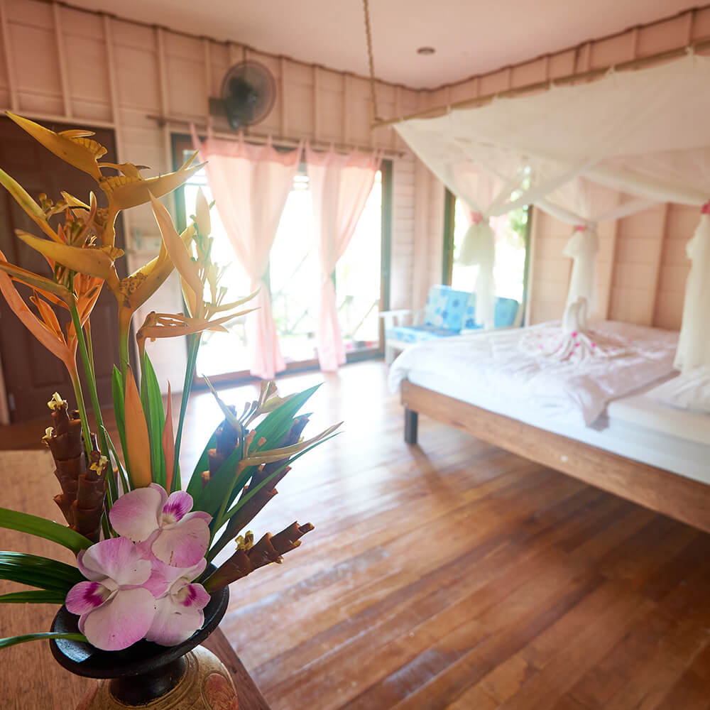 Accommodation-in-traditional-Thai-style-bungalows